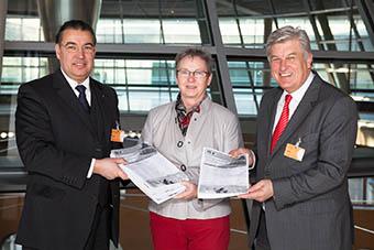 Zentralverband übergibt 52000 Unterschriften