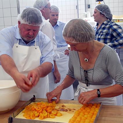 Politiker erleben Praxistag im Bäckerhandwerk