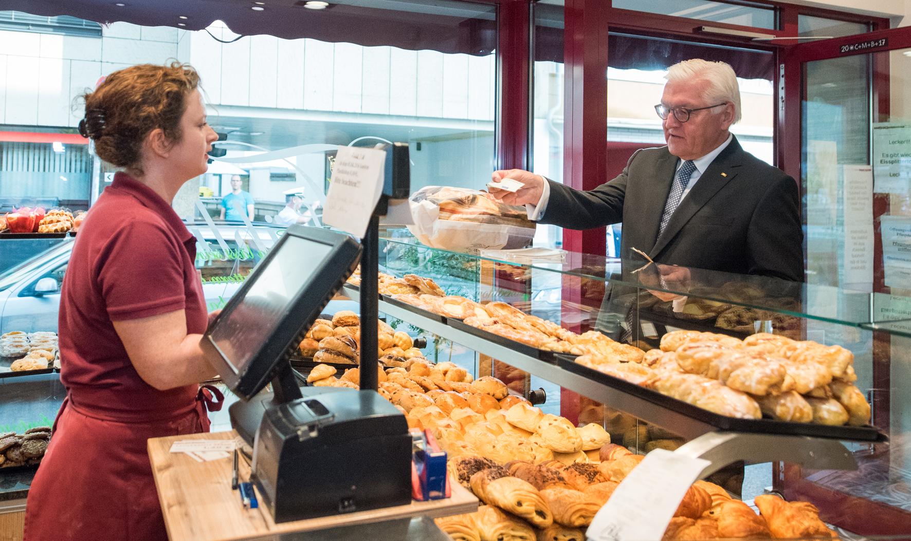 Bundespräsident beim Bäcker