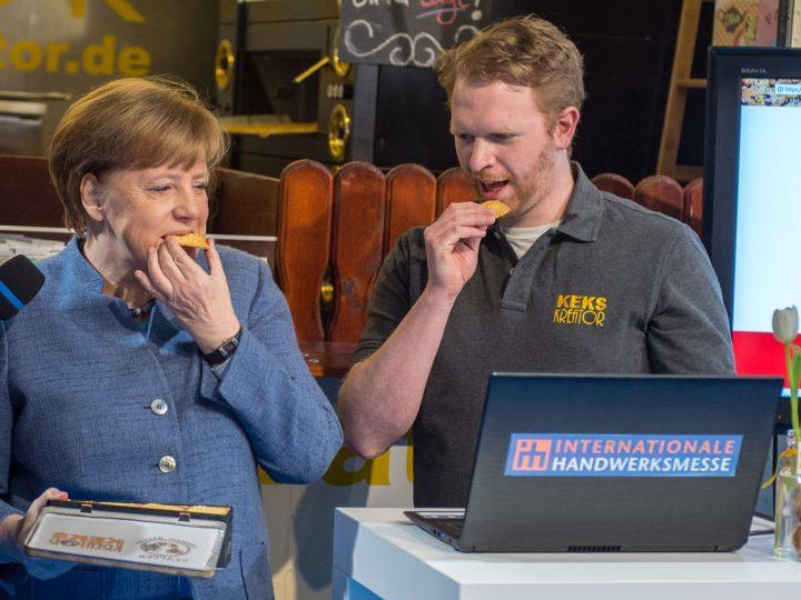 Merkel beißt an