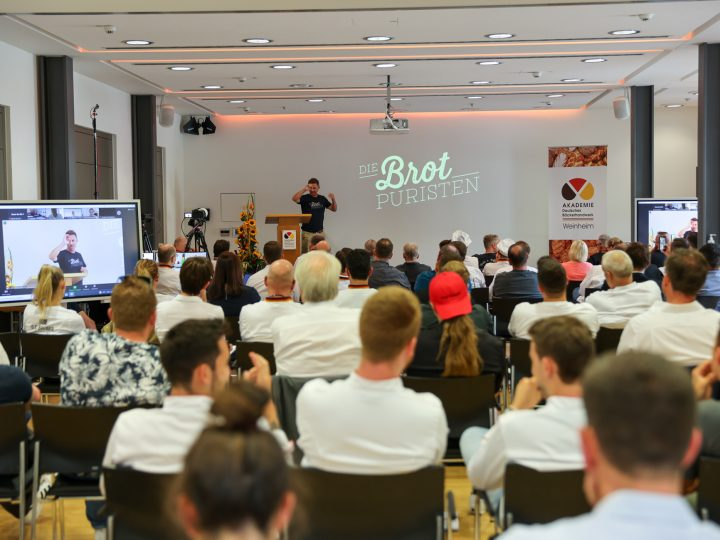 Angeregte Diskussionen in Weinheim